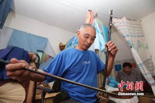 """44年父爱如山!我的女儿""""长不大"""",有我陪着她"""