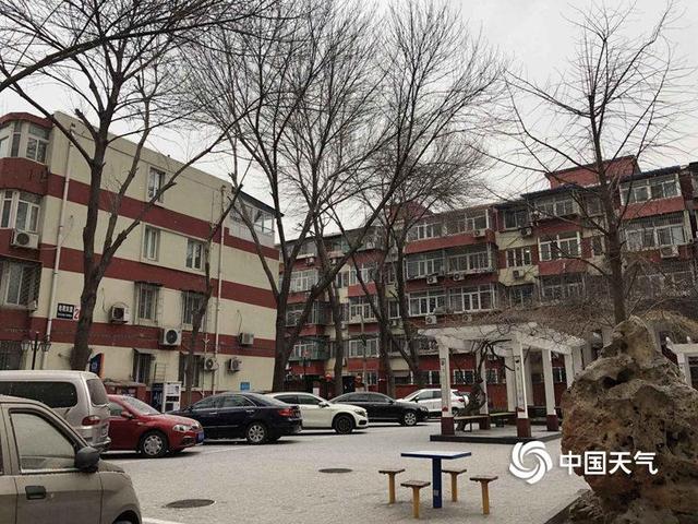 北京迎来大规模降雪银装素裹