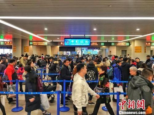 出国买买买!2018年中国出境游人数逼近1.5亿人次