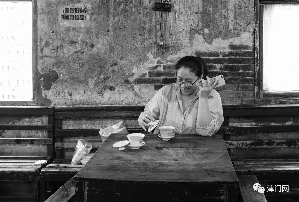 为留住重庆老茶馆,川美教授默默支付10年租金