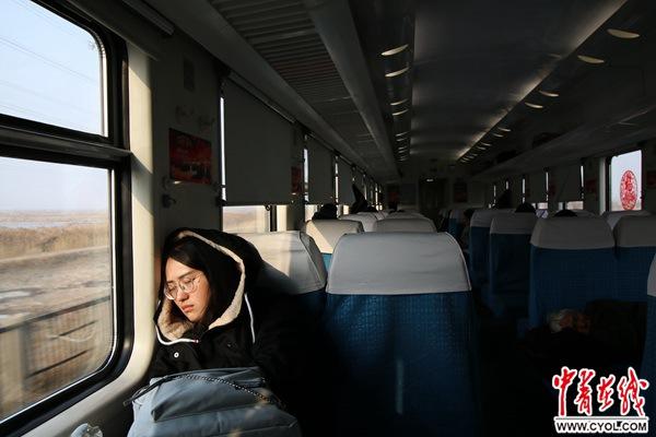 除夕,2589次列车上的回家路