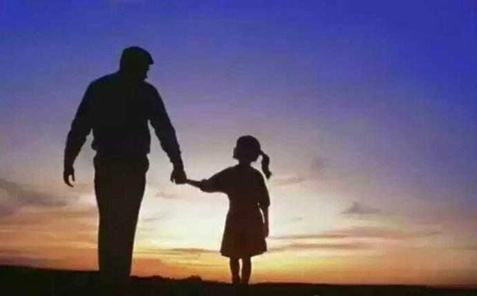 小小艾:兼职三两事——跟父亲一起负重前行的感觉真好