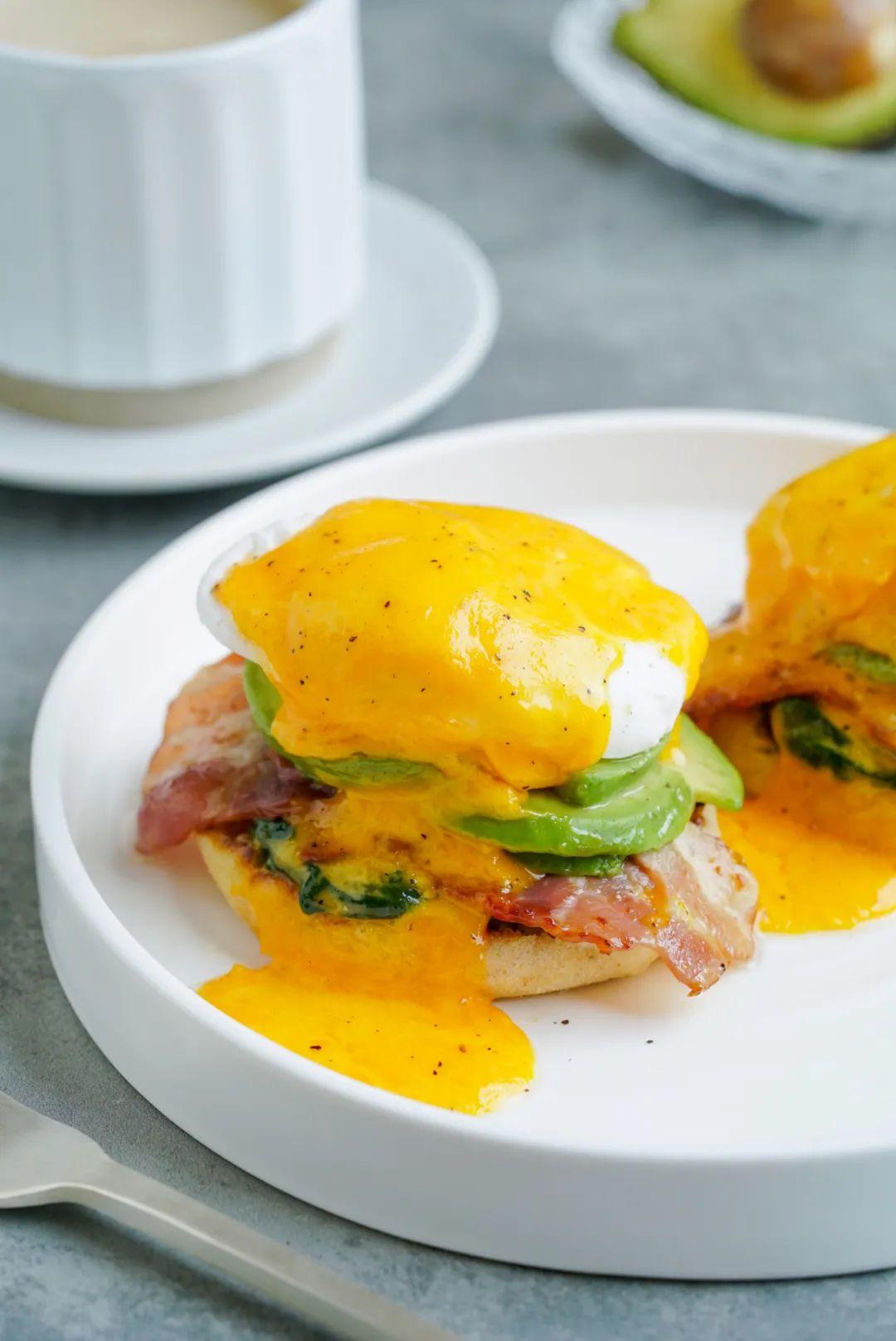 你怎么舍得睡懒觉呢?早餐多好吃啊!